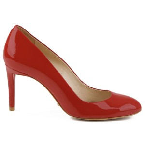 حذاء بكعب متوسط